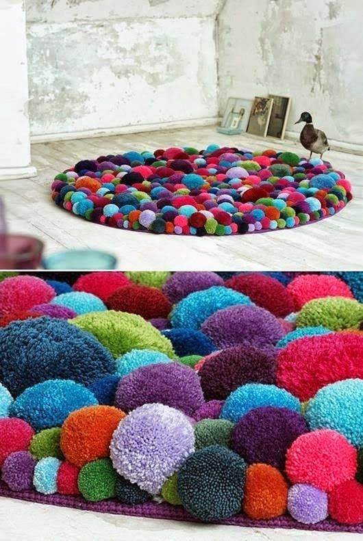Dywan z pomponów? Zrób to sam! Śliczny, kolorowy dywan z pomponików.