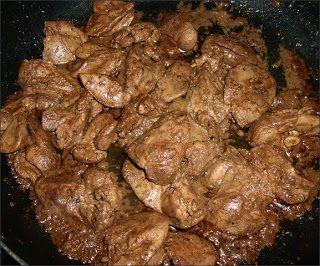 """W Mojej Kuchni Lubię.. : soczysta wątróbka """"saute"""" czyli bez mąki smażona=Wątróbkowe fantazje"""