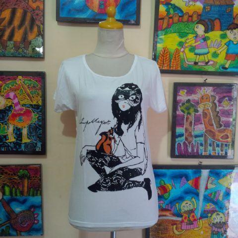 Kaos Spandek Gambar Gadis Abstrak Bahan dasar spandek, halus, gak panas dan nyaman dipakai untuk beraktivitas. Lingkar pinggang bisa melar sampe 84cm, panjang 59cm.