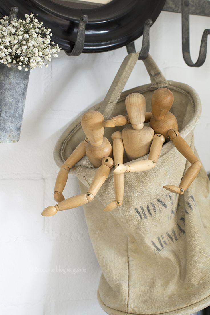 Stoer & vrouwelijk Ze houdt niet van frutseltjes, maar juist van stoer gecombineerd met zacht. Manon omschrijft haar stijl als 'Shabby industrial'.  Een verbouwde stadsboerderij Bijna dertien jaar woont Manon samen met haar partner Harry en hun dochter Sam in de kop van Overijssel in het stadje Blokzijl. Hun thuis: een verbouwde stadsboerderij aan…