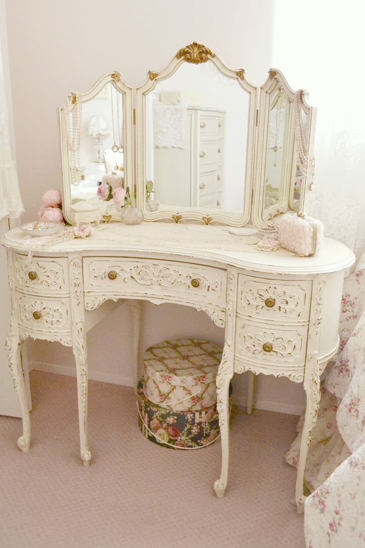 best 25 shabby chic vanity ideas on pinterest antique. Black Bedroom Furniture Sets. Home Design Ideas