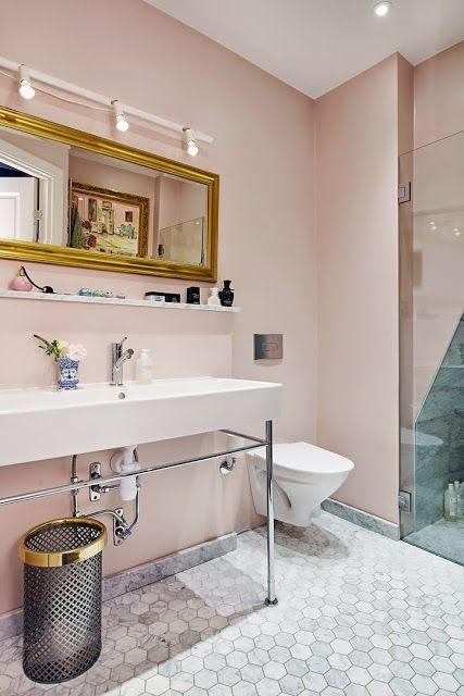 salle de bains murs rose