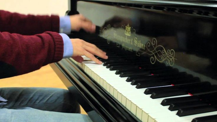 Costantino Carrara - Best of Coldplay - Piano Medley (11 Covers in 20 Minutes) (+playlist). Beautiful work, smooth transitions. This guy is crazy good.