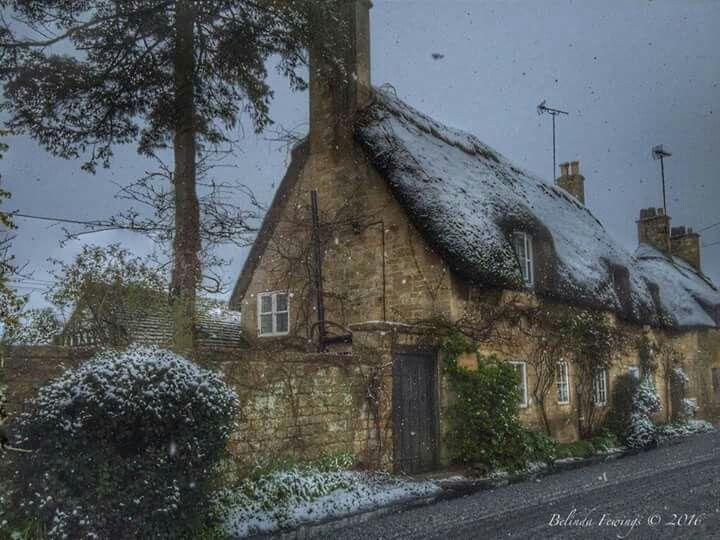 Oltre 25 fantastiche idee su cottage inglesi su pinterest for Piani di campagna inglese