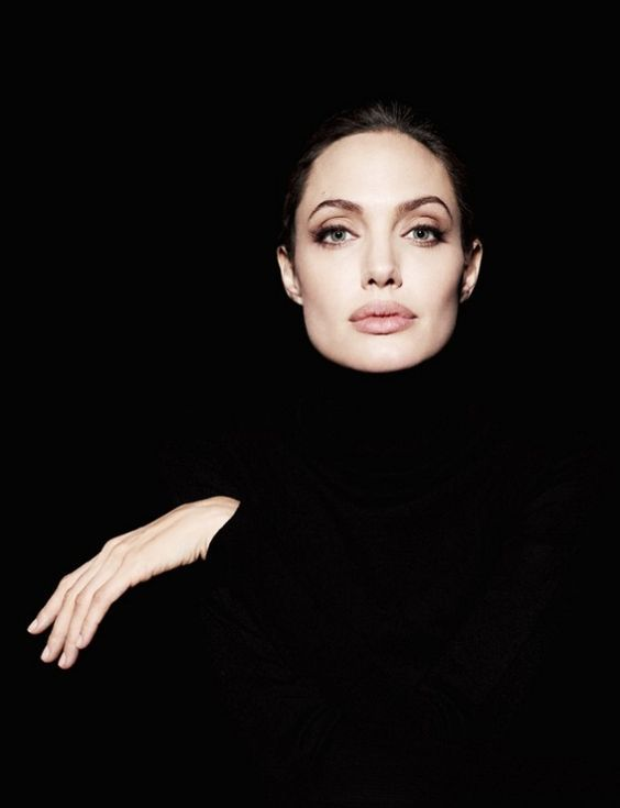 Angelina ar fi minunată în rolul pisicii Eris :) Ce actori mi-ar plăcea să văd, dar n-o să fie cazul :)  în filmul Vrum-vrum,