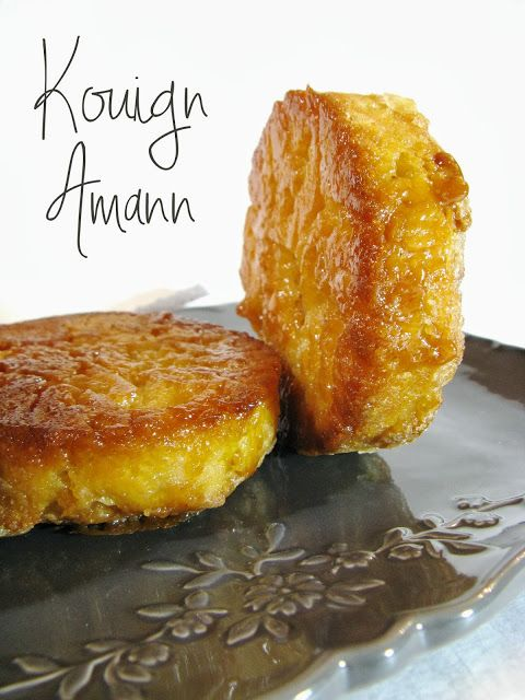 KOUIGN-AMANN - Bretagne (Pour 6 pièces de 10 cm de Ø et 2 cm de haut : 10 g de beurre doux fondu, 275 g de farine type 55, 6 g de sel fin, 5 g de levure fraîche de boulanger, 165 g d'eau à peine tiède) (GARNITURE : 225 g de beurre 1/2 sel froid 225 g de sucre semoule)