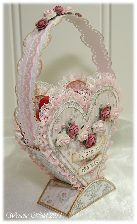 BEAUTIFUL Shabby Chic Valentine's Candy box - inspiration only - blog lists some materials used - could make this out of light cardboard Wenchespapirverden tå√