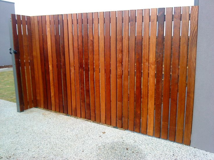 Come to Belmont Fencing for Geelong screen fences in a range of styles, colours and heights. Ph 03 5243 0281 or fill out our online screen fencing quote.