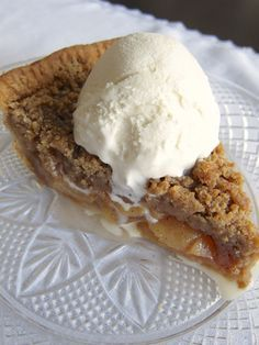 Deep Dish Apple Pie With French Crumb Topping – Dolly Put the Kettle On