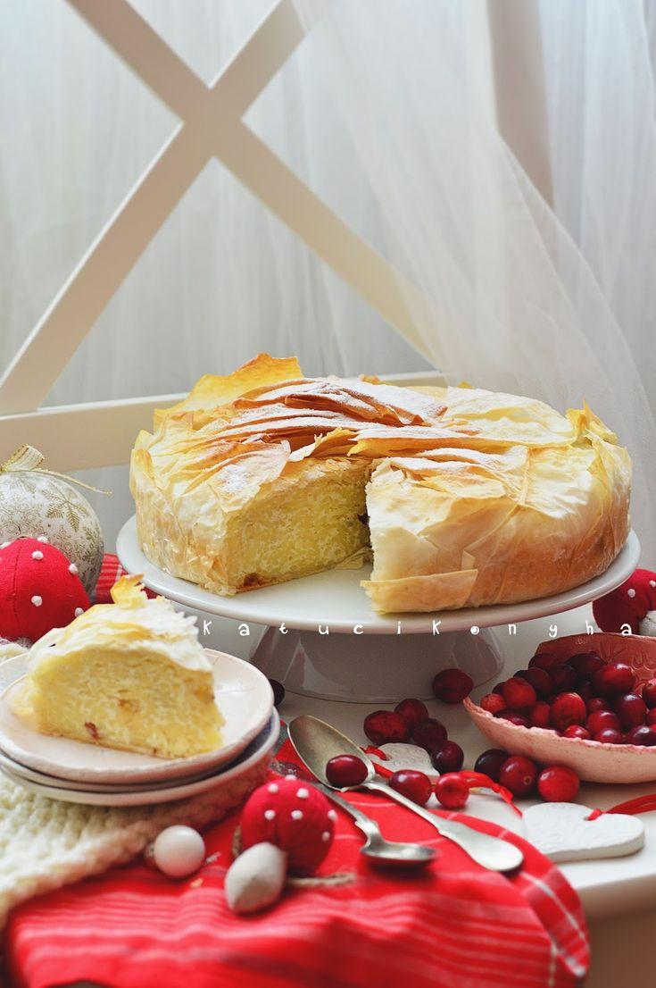 Jó olyan klasszikus süteményekkel is készülni az ünnepre, mint a vargabéles. Hogy kicsit felrázzuk a történetet, készítsük kerek tortaformáb...