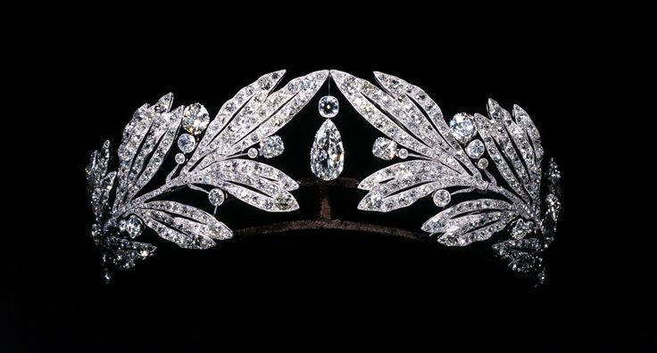 El platino y el laurel de la tiara del diamante, usado por Marie Bonaparte.  Cartier Paris, 1907. Qatar Museos Autoridad.