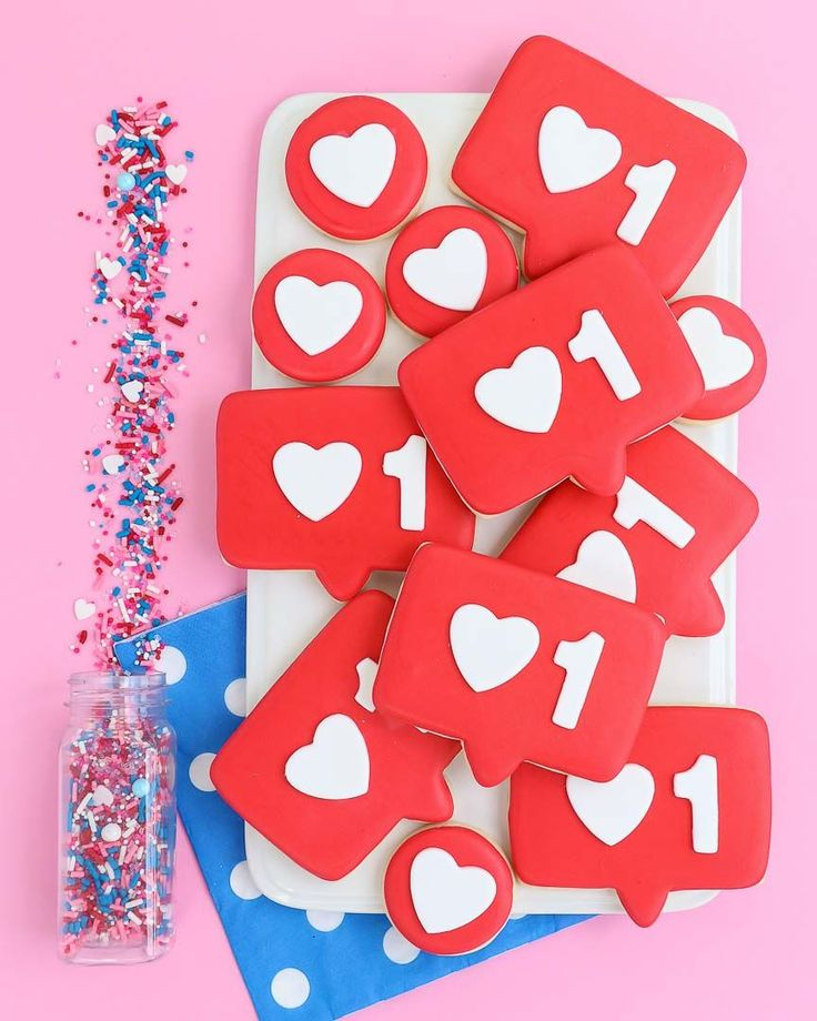Like button cookies get the cookies and the how to info at Make Bake Celebrate!