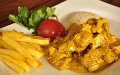 Beyaz etlerle harika bir uyum yakalayan köri en çok tavuk etini seviyor. Patates püresi ve pirinç pilavına yakışan köri soslu tavuk tarifi ile karşınızdayız