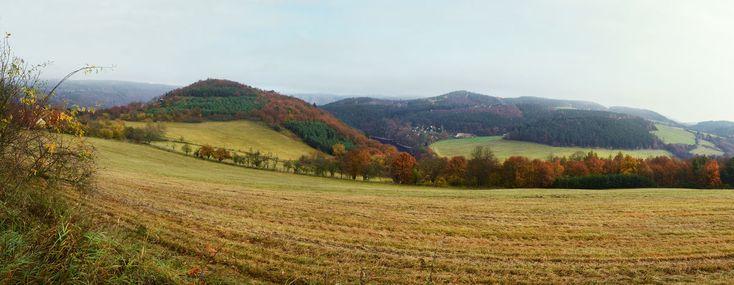 Panoramatický pohled na vrcholy oppida.