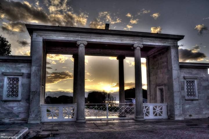 Palataki gate at sunset. (Walking Thessaloniki, Route 18 - Kalamaria)