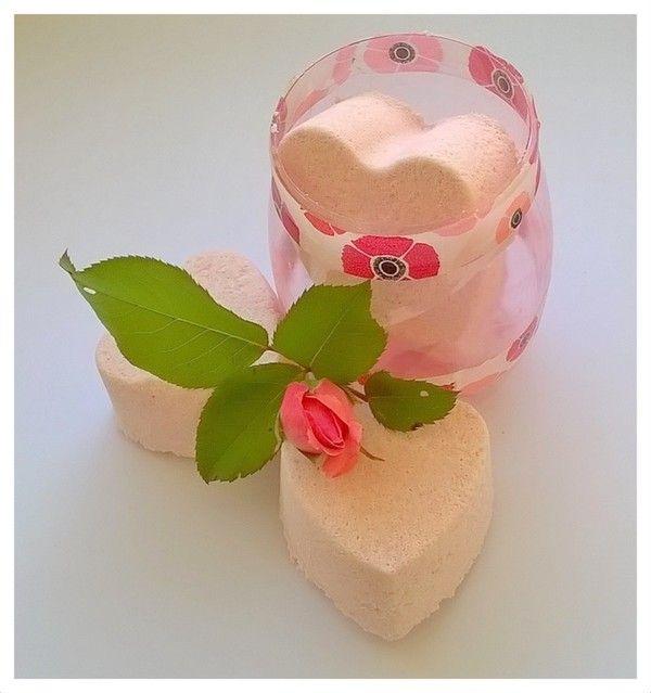 Oltre 25 fantastiche idee su torte di compleanno femminili - Come fare bombe da bagno ...