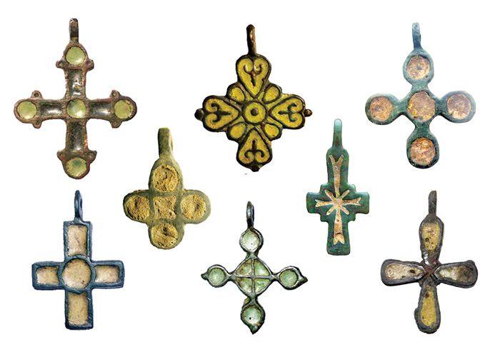 Рис.8 Домонгольские нательные кресты с выемчатыми эмалями, XI - XIII вв.