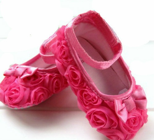 Pink flower shoes: Pink Flower, Cute Shoes, Flower Shoes, Cute Baby Shoes, Baby Girls, Baby Pink, Baby Stuff, Babygirl 3, Kid