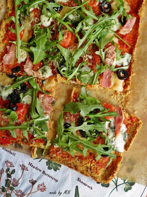 made by MN: Pizza na kalafiorowym spodzie