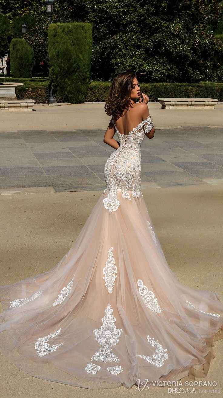 2018 Champagne Mermaid Wedding Dresses Country Style New Arrival Short Sleeves Lace Appliques Tulle Bridal Gowns with Corset Back Weddings