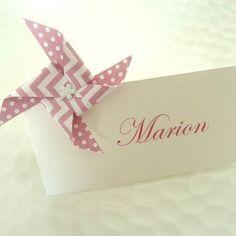 Marque place moulin à vent en origami à motif pois chevron rose pour décoration de table  mariage - baptême