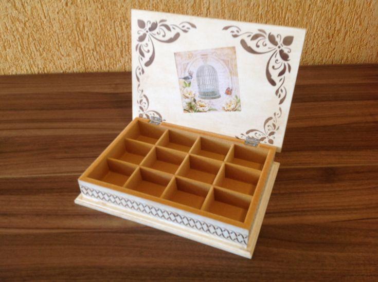 Porta joias em mdf, decorado com stencil e decoupage. Parte interna flocada. www.ideiasartesanato.com.br