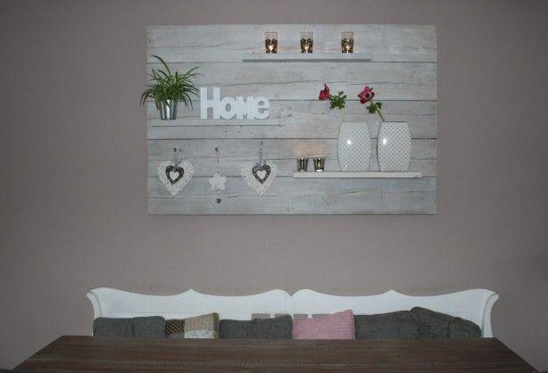 Een schilderij van steigerhouten planken met een paar for Zelf decoratie maken