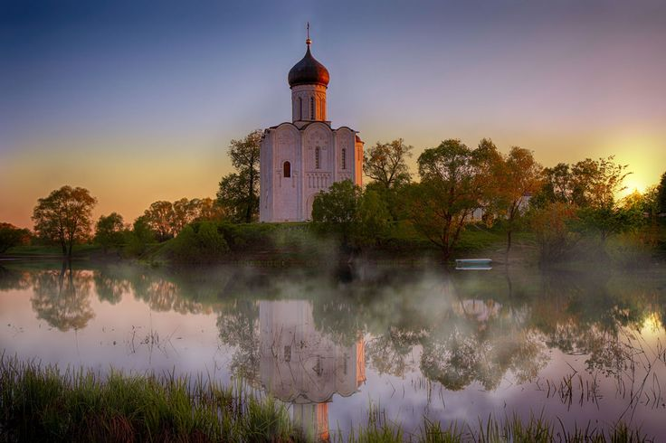Церковь Покрова на Нерли на рассвете