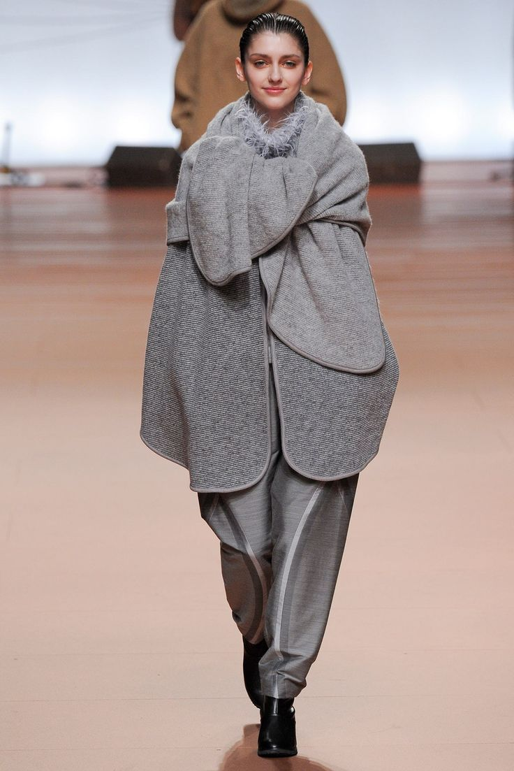 Issey Miyake Fall 2014 Ready-to-Wear Fashion Show                              …