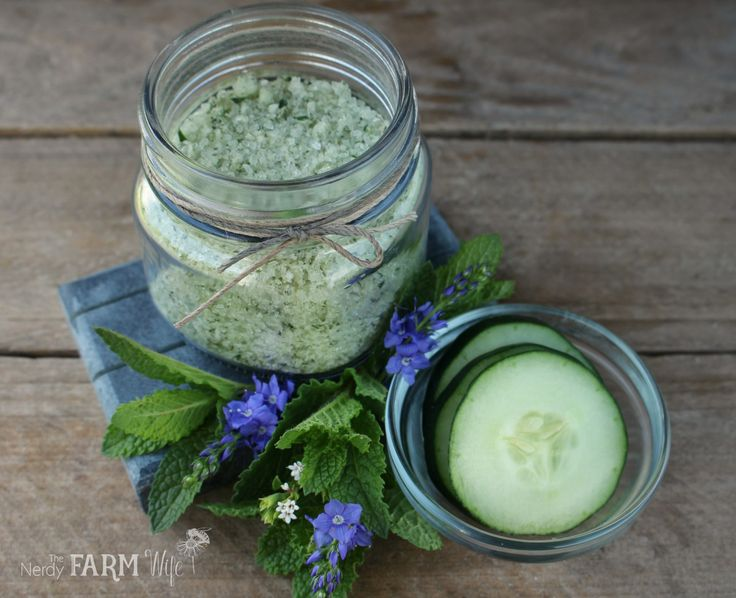 Fresh cucumbers and mint leaves combine with Epsom salt to create this lightly scented and refreshing bath soak made from locally sourced ingredients. The salt helps to rapidly dry the fresh ingredien