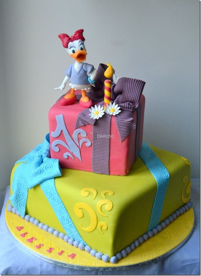 This Great Daisy Duck Birthday Cake Was Made By Marzia Caruso  cakepins.com