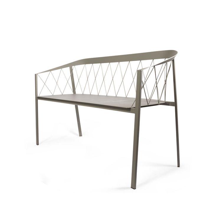 """Our Bench tillverkad i pulverlackat stål. Our Bench tog hem priset """"ELLE Decoration Swedish Design Award"""" för årets utemöbel 2015. Soffan med sin härliga blandning av mode och klassisk form finns i fyra färger och passar lika bra att ställa på balkongen som framför en buske i trädgården."""