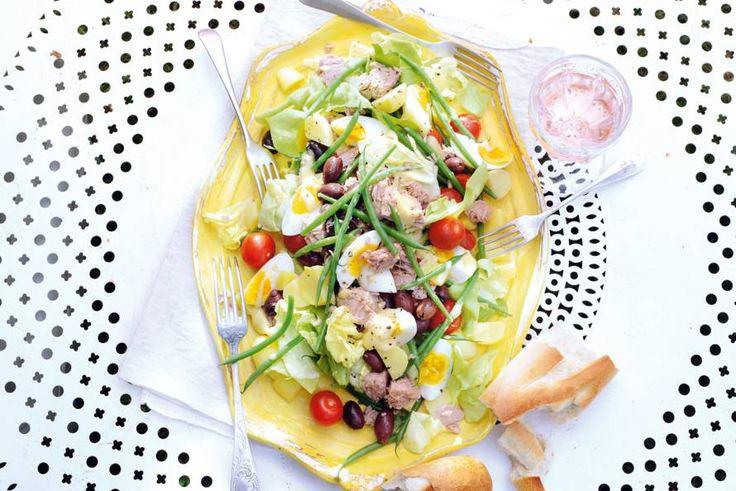 Très lekker, deze Franse salade met frisse groenten en tonijn - Recept - Allerhande