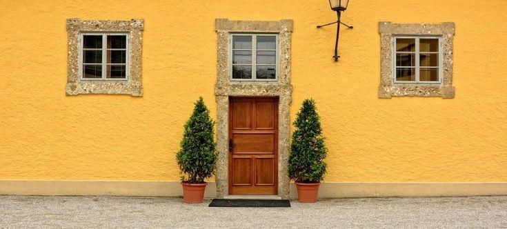 家の顔とも言える玄関は良い気が入ってくる場所とされ、風水では最も大切な場所とされています。金運を上げたい方も恋愛運を上げたい方も、その源となる玄関をまず風水的にコーディネートしなくては全ての効果が半減します。基本的な玄関風水を3DCGを交えてご紹介し、各ポイントごとの詳細はリンク先のページにてご説明しています。