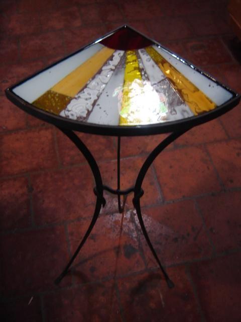 Mesa esquinera en hierro forjado decorada con mosaico de for Mesa esquinera madera