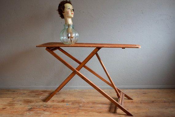 Planche à repasser en bois curiosité rétro déco années 50 ironing board table curiosity french deco midcentury atelier belle lurette