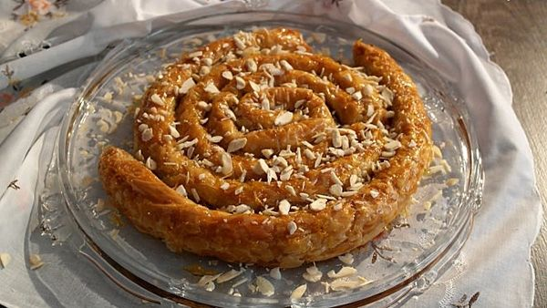 """""""Το φίδι του Μαρόκου"""":απίθανο σιροπιαστό γλυκό με πάστα αμυγδάλου!"""