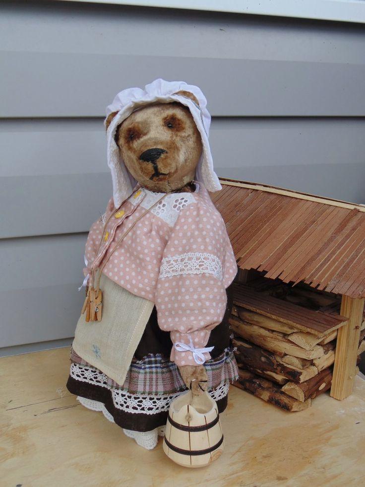 Здравствуйте!!! :-) Прямо сейчас начинаю аукцион на мишку-хлопотунью Авдотью. Работает наша хозяюшка в барском доме…