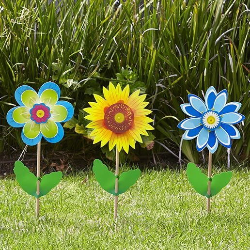 Fiore & Girasole Sunflower from GIOBAS Flora range standing pretty in the garden, create a design mixing various colours + designs! #whirlywindmills #sunflower #garden #flower #colour