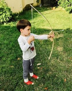KID'S ARCHERY SET: 36 inch linen backed bamboo bow with bow string and arrows.