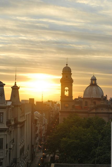 Sunset in Montevideo, Uruguay (by ana_ge).