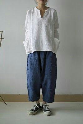 V neck. Pockets. Linen loose top