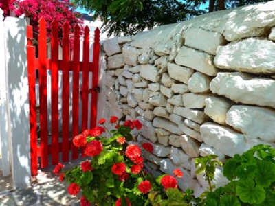 red gate~stone wall
