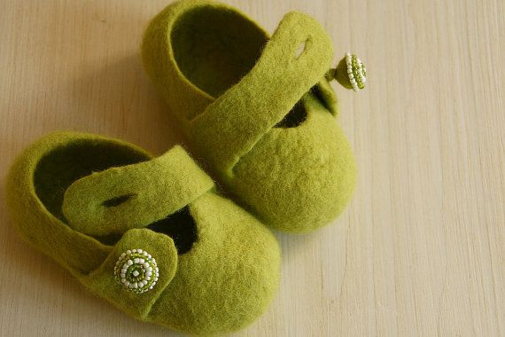 Handmade eco felted green baby infant girl booties with beaded buttons Size 4 - Organic baby girl boots - Soft infant shoes - Ready to ship