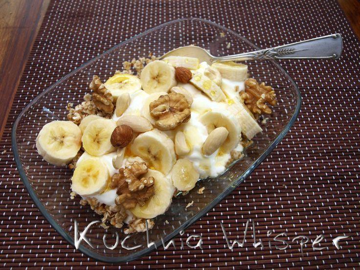 Kuchnia Whisper: Prażone płatki owsiane i grecki jogurt, z ulubionymi dodatkami - na śniadanie