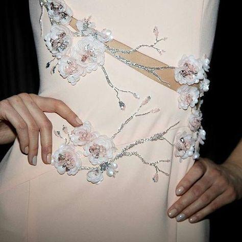 @valentinyudashkin_officialpage - Нежные цветы сакуры рассыпаны по платью от #valentinyudashkin #couture X Tender sakura flowers scattered over #valentinyudashkin #couturedress - #regrann