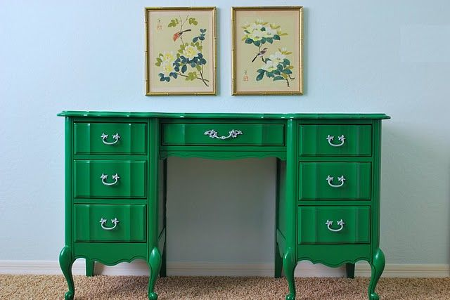I <3 colorFrench Provincial, Painting Desks, Painting Laminate, Painting Furniture, Vintage Furniture, Kelly Green, Painting Ideas, Bold Colors, Green Desks