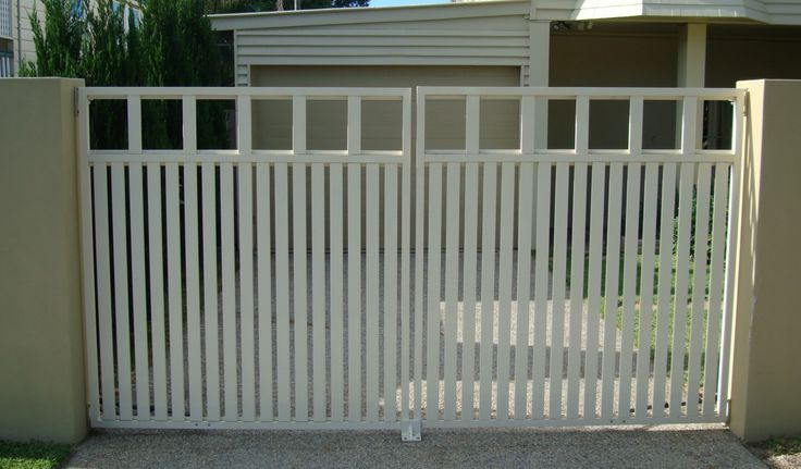 Swinging driveway gate with a remote gate opener from Brisbane Automatic Gate Systems.