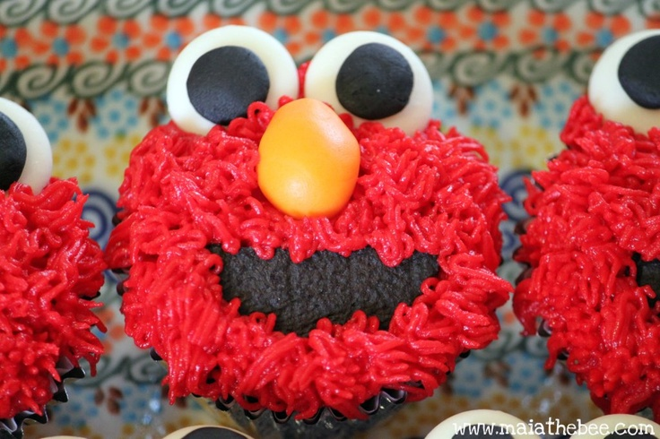 An Elmo cupcake tutorial!  Step by step directions on how to make the cutest cupcakes! (www.maiathebee.com): Cupcake Tutorial, Cutest Cupcakes, Step Direction, Direction Includ, Cupcakes Tutorials, Elmo Cupcakes, Cupcakes Cakes, Cupcakes Rosa-Choqu, Cupcakes Yum
