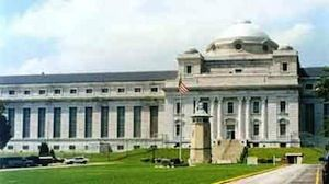 "Leavenworth Federal Penitentiary  Location: Leavenworth, Kansas  Famous Inmates: Bugs Moran, Michael Vick, George ""Machine Gun"" Kelly"